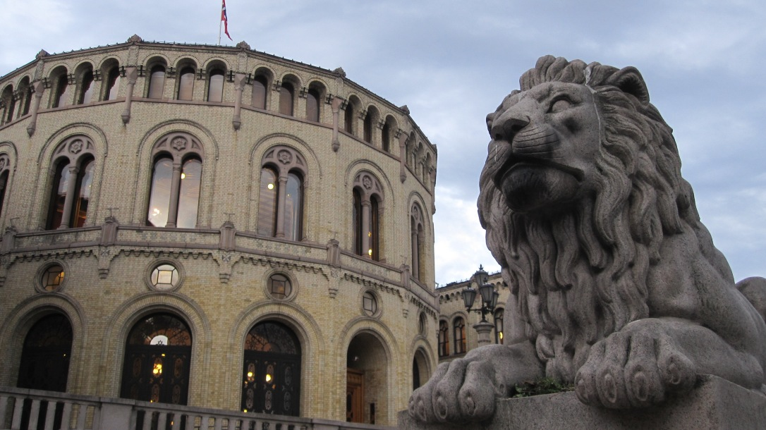 Stortinget (Parliament of Norway), 10:06 PM
